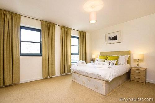 Nella casa vacanza di Limehouse entrambe le camere da letto sono arredate con un elegante design contemporaneo