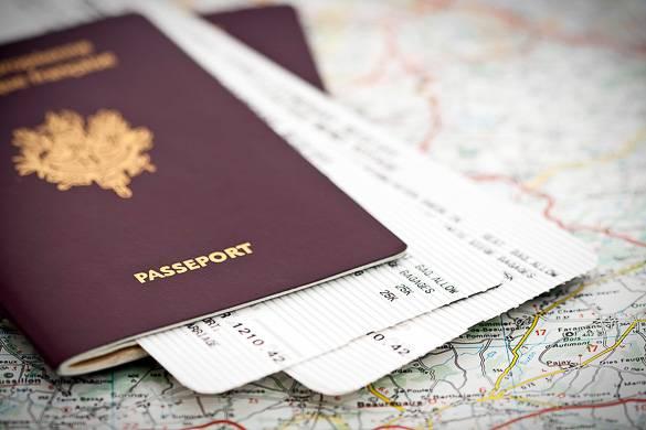 Immagine di un passaporto che è necessario portare con sé quando si viaggia