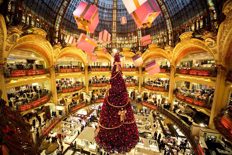 Immagine delle Galeries Lafayette nel periodo di Natale.
