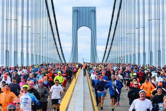 Foto dei maratoneti sul ponte di Verrazano