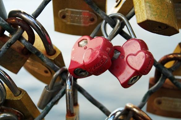 Foto di un lucchetto a forma di cuore
