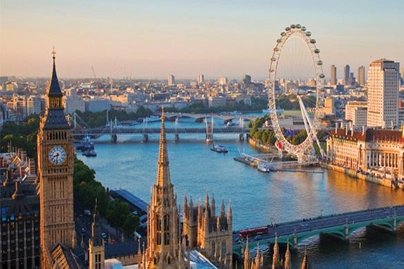 Immagine dell'orizzonte di Londra con il Big Ben, il London Eye e il Fiume Tamigi