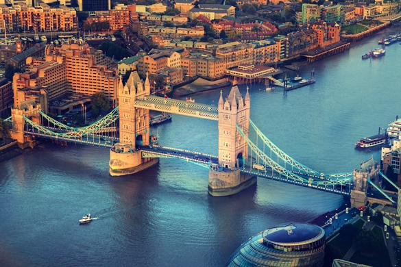 Immagine del Tower Bridge sul fiume Tamigi a Londra