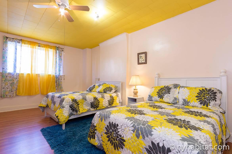 Immagine di una camera da letto NY-16457 con due letti da una piazza e mezzo