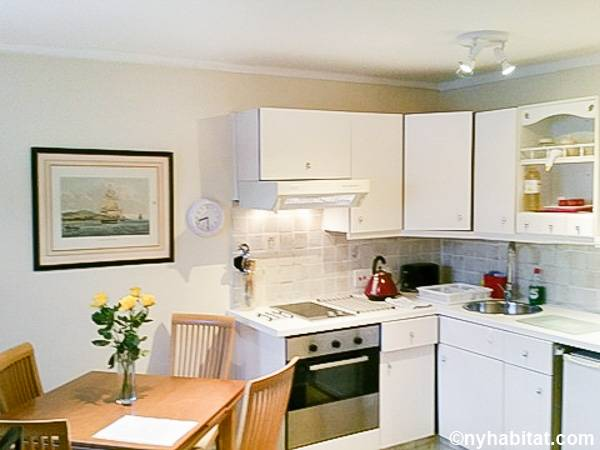London 1 Bedroom accommodation - kitchen (LN-112) photo 1 of 2