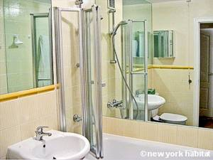 London 1 Bedroom accommodation - bathroom (LN-118) photo 1 of 1