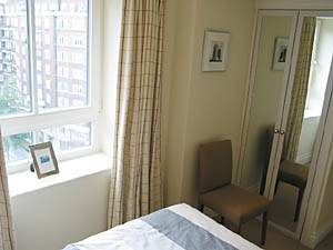 Londres T2 appartement location vacances - chambre (LN-166) photo 2 sur 3