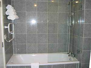 London 2 Bedroom accommodation - bathroom (LN-288) photo 2 of 2