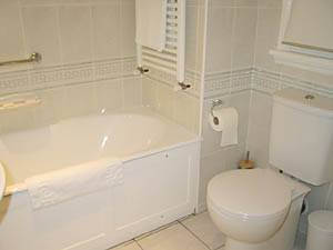 London 3 Bedroom accommodation - bathroom 1 (LN-295) photo 2 of 2