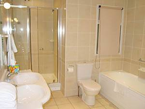 London 3 Bedroom accommodation - bathroom 3 (LN-295) photo 1 of 1