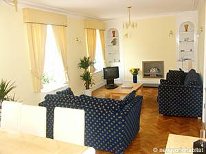 London 3 Bedroom accommodation - living room (LN-306) photo 2 of 2