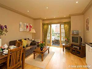 London 1 Bedroom accommodation - living room (LN-323) photo 1 of 1