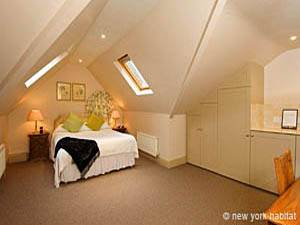 London 1 Bedroom accommodation - bedroom (LN-323) photo 1 of 1