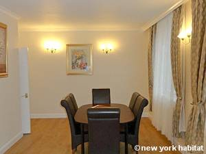 London 2 Bedroom accommodation - living room (LN-334) photo 2 of 2
