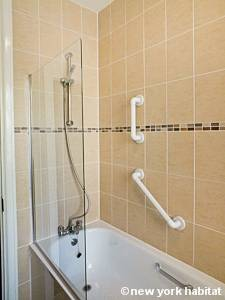 London 2 Bedroom accommodation - bathroom (LN-388) photo 3 of 3