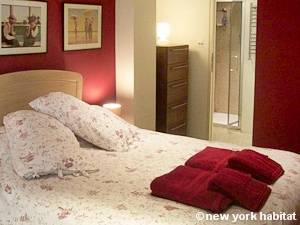 London 1 Bedroom accommodation - bedroom (LN-403) photo 1 of 2