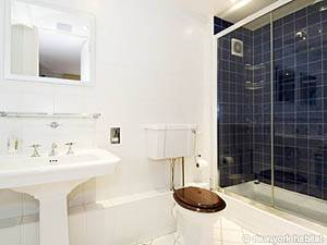 London 2 Bedroom accommodation - bathroom 1 (LN-422) photo 1 of 2