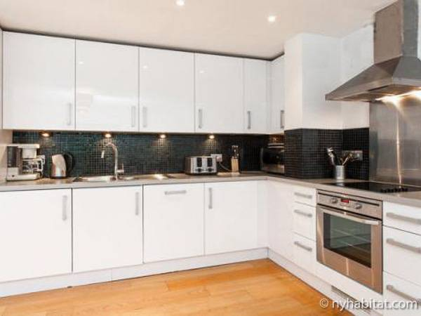London 3 Bedroom accommodation - kitchen (LN-434) photo 2 of 2