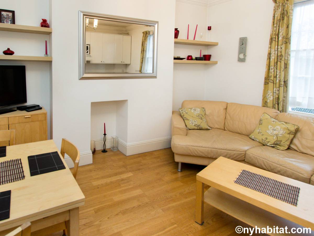 London 2 Bedroom apartment   living room  LN 442  photo 2 of 2. London Apartment  2 Bedroom Apartment Rental in Swiss Cottage