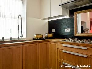 London 3 Bedroom - Triplex accommodation - kitchen (LN-475) photo 2 of 3