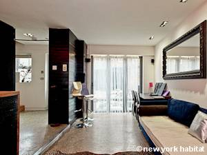 London 3 Bedroom - Triplex accommodation - living room (LN-475) photo 5 of 6