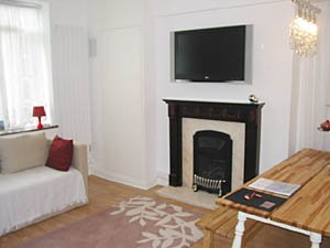 London 3 Bedroom - Duplex accommodation - living room (LN-500) photo 2 of 5