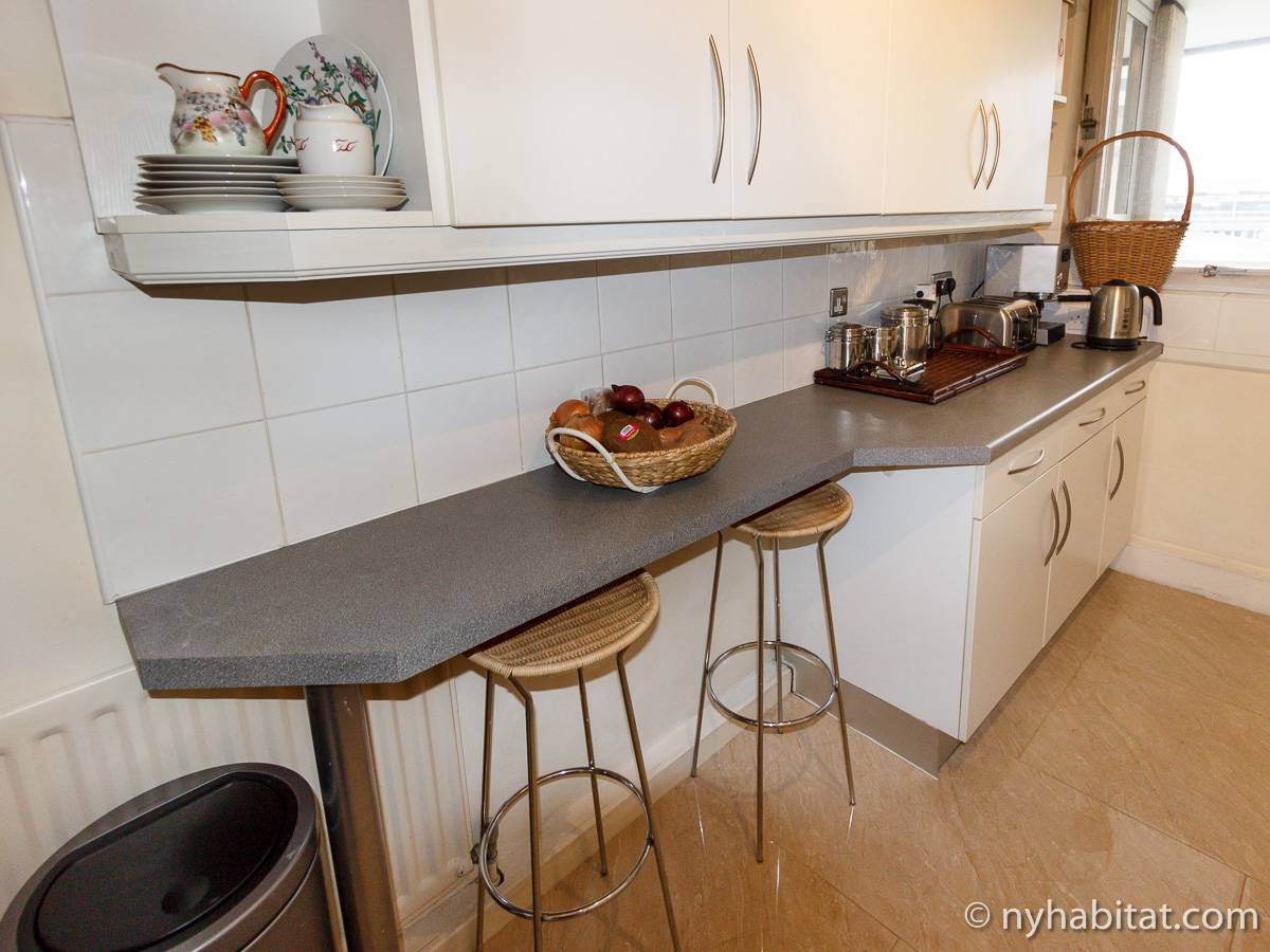 London 2 Bedroom accommodation - kitchen (LN-528) photo 3 of 4