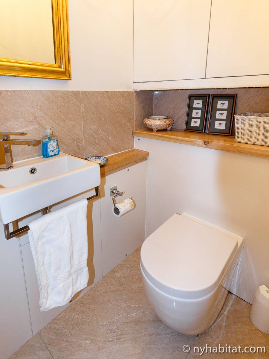 London 2 Bedroom accommodation - bathroom 2 (LN-528) photo 1 of 2