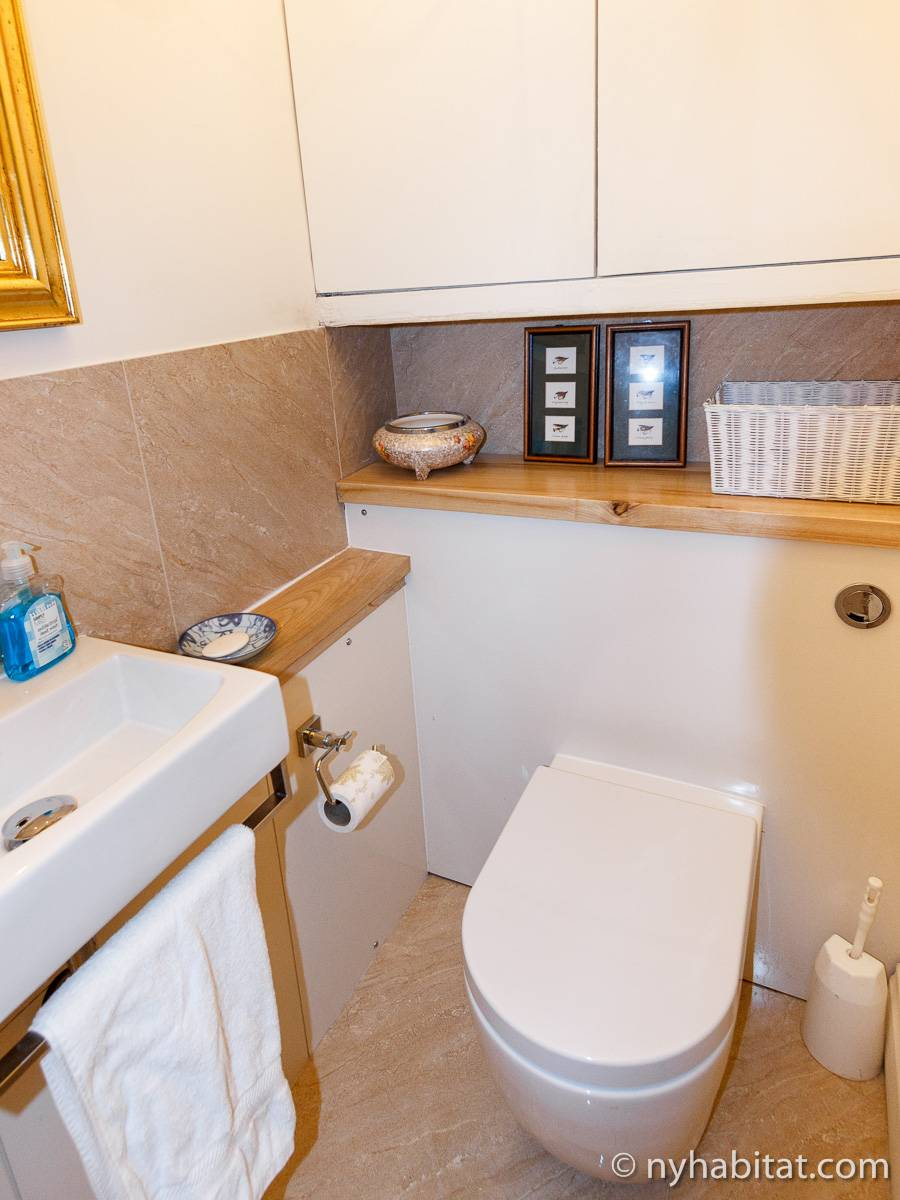 London 2 Bedroom accommodation - bathroom 2 (LN-528) photo 2 of 2
