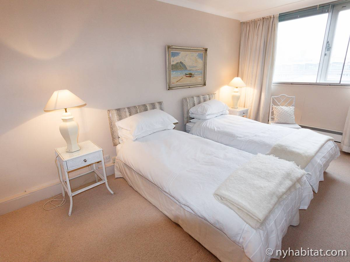 London 2 Bedroom accommodation - bedroom 2 (LN-528) photo 1 of 4