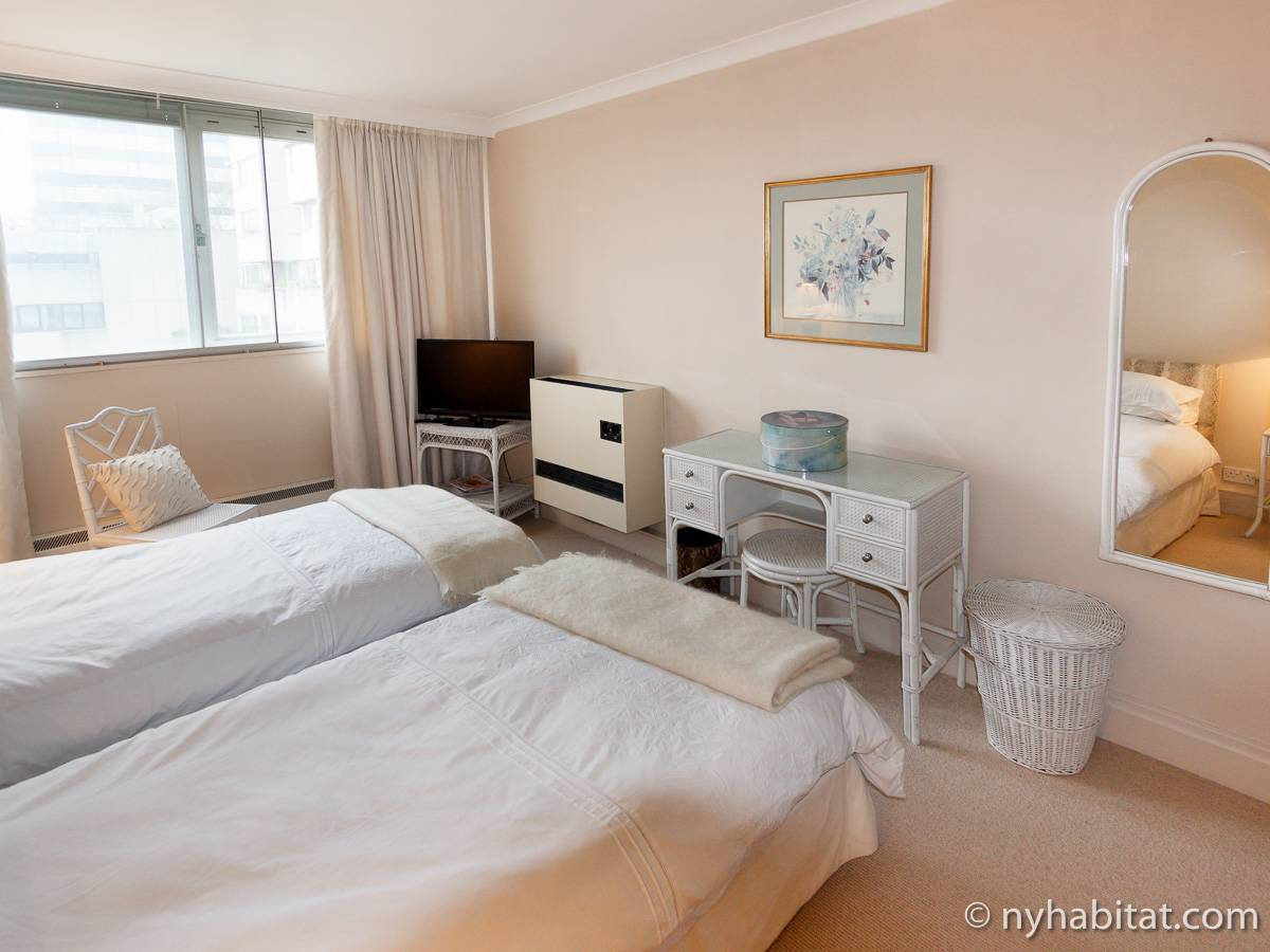 London 2 Bedroom accommodation - bedroom 2 (LN-528) photo 2 of 4