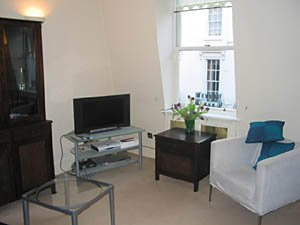 London 2 Bedroom - Duplex apartment - living room (LN-529) photo 1 of 4