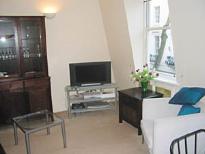 London 2 Bedroom - Duplex apartment - living room (LN-529) photo 2 of 4