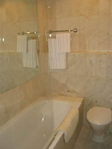 London 2 Bedroom - Duplex apartment - bathroom (LN-529) photo 1 of 4