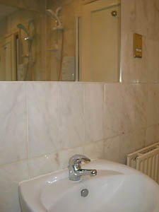 London 2 Bedroom - Duplex apartment - bathroom (LN-529) photo 2 of 4