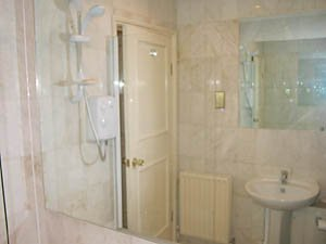 London 2 Bedroom - Duplex apartment - bathroom (LN-529) photo 3 of 4