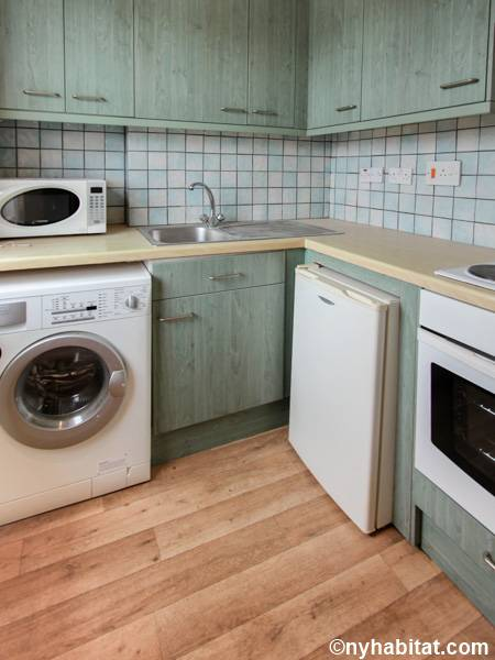 London 2 Bedroom apartment - kitchen (LN-591) photo 2 of 4