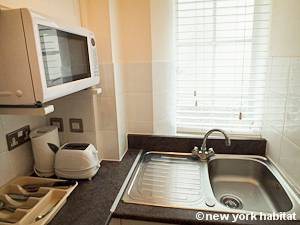 London 1 Bedroom accommodation - kitchen (LN-710) photo 2 of 2