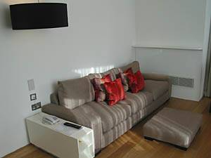 London 2 Bedroom accommodation - living room (LN-765) photo 2 of 2