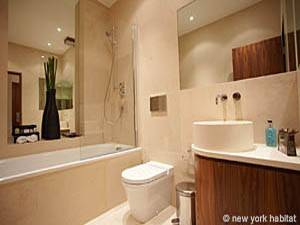 London 1 Bedroom accommodation - bathroom (LN-816) photo 1 of 1