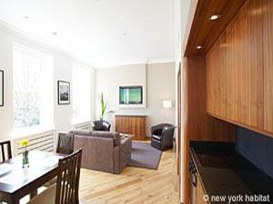 London 1 Bedroom accommodation - living room (LN-816) photo 2 of 4