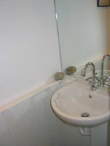 London 1 Bedroom accommodation - bathroom (LN-865) photo 3 of 5