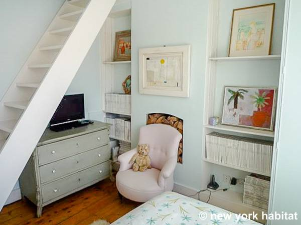 Londres T2 - Loft appartement location vacances - chambre (LN-935) photo 3 sur 3