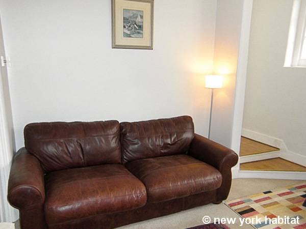 London 1 Bedroom accommodation - living room (LN-947) photo 5 of 6