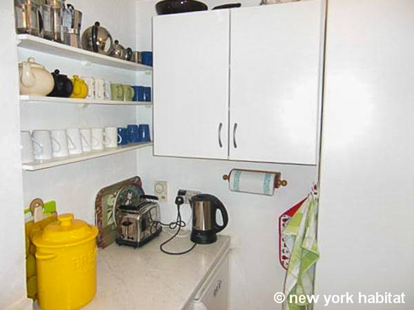 London 1 Bedroom accommodation - kitchen (LN-951) photo 2 of 2