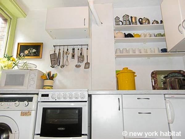 London 1 Bedroom accommodation - kitchen (LN-951) photo 1 of 2