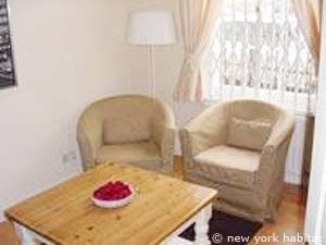 London 2 Bedroom accommodation - living room (LN-976) photo 1 of 4