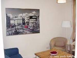 London 2 Bedroom accommodation - living room (LN-976) photo 2 of 4