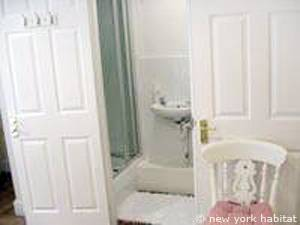 London 2 Bedroom accommodation - bathroom 1 (LN-976) photo 2 of 2