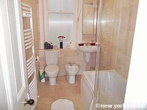London 2 Bedroom accommodation - bathroom (LN-1052) photo 1 of 1
